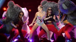 GTY_miley_cyrus_twerking_vma_awards_thg_130827_16x9_608